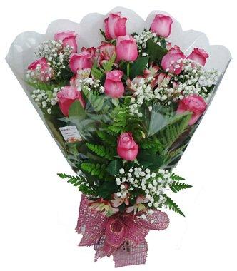 815 Buquê 12 Rosas cor de rosa